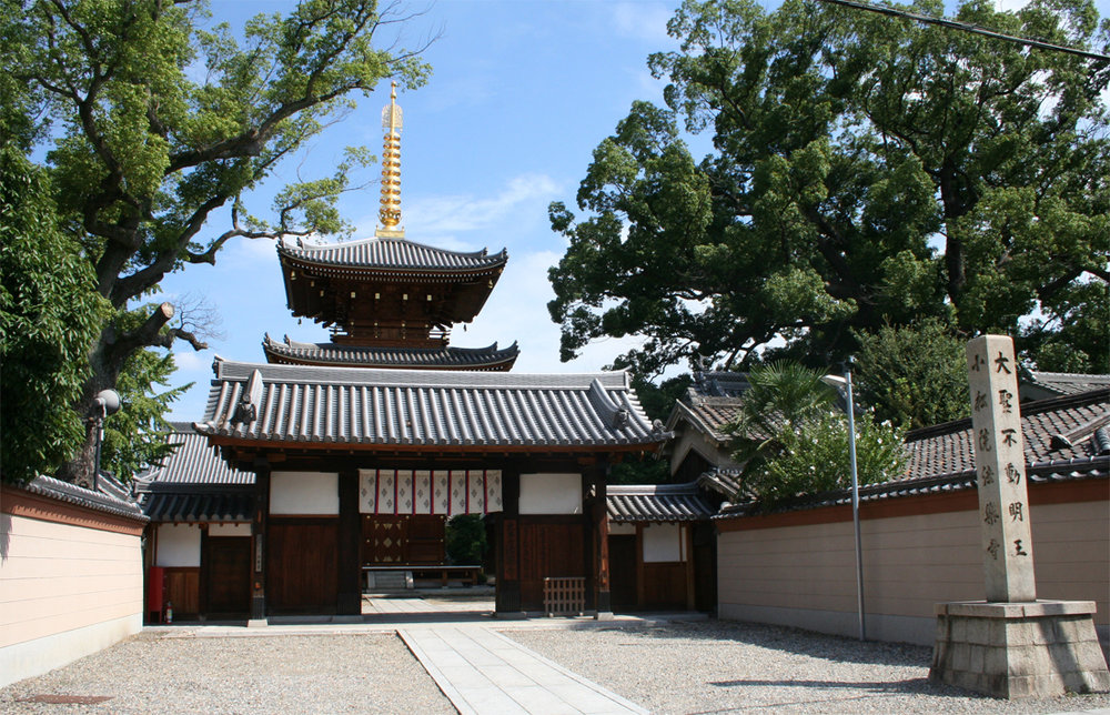 Horaku Ji Temple in Osaka