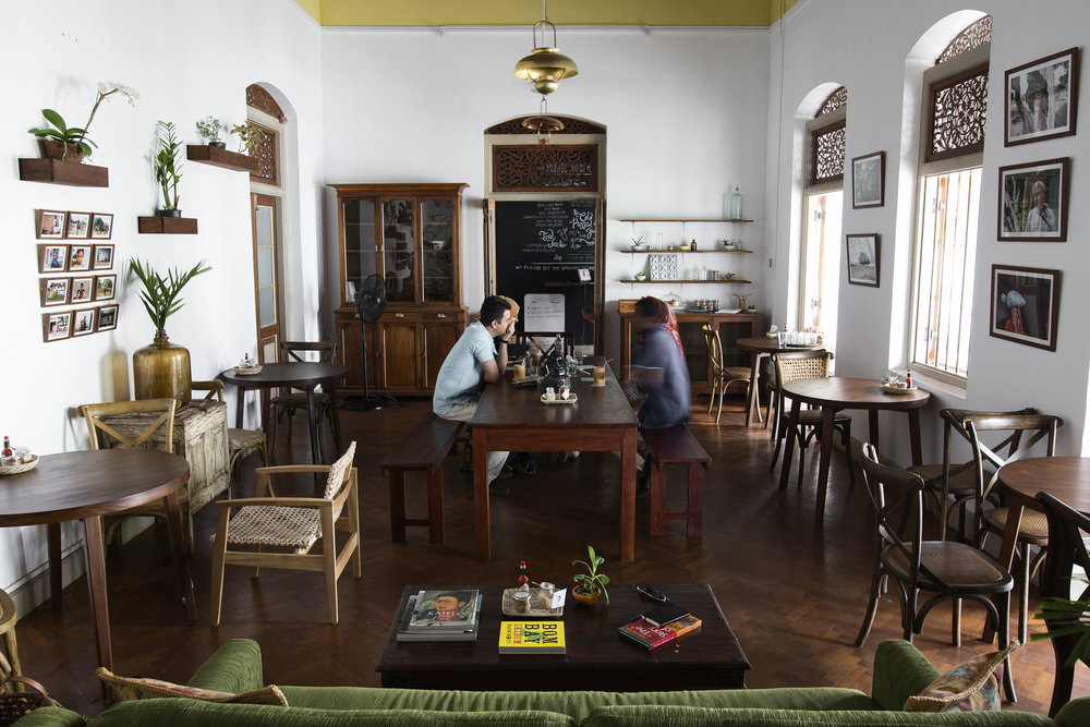 THE COMMUNAL TABLE — Cafe Kumbuk