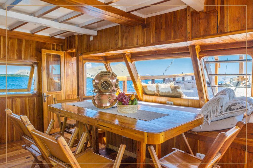 kelana_boat_cruise_interior.jpg