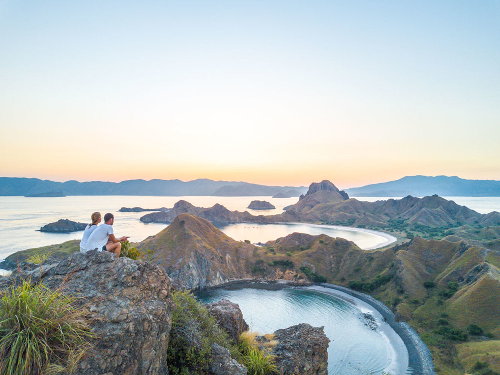kelana_boat_cruise_couple_padar.JPG