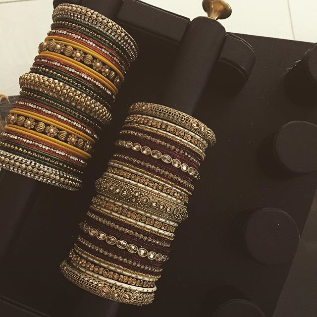 I ❤️ BANGLES! What are your favourite things about bangles? ☺️ @beesjewellery  #shopbees #beesjewellery #bangles #colours #mughal #mughalprincess
