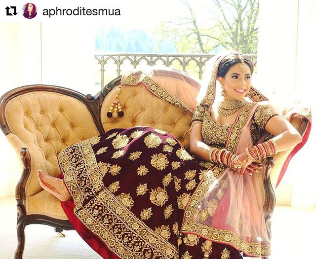 It's not just the jewellery which makes a bride, it's the dress, the hair and makeup, the photography, and of course the beautiful smiles and emotions.... @aphroditesmua @dhivyax  #shopbees #beesbride #beesjewellery #bridalmua #allthingsbridal #traditionalbride