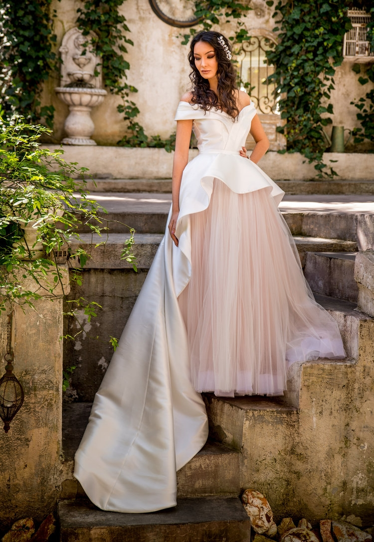 Jonquille : Princess wedding gown with a taffeta sleeveless jacket that highlights the waist and adds a different take on a bridal train.