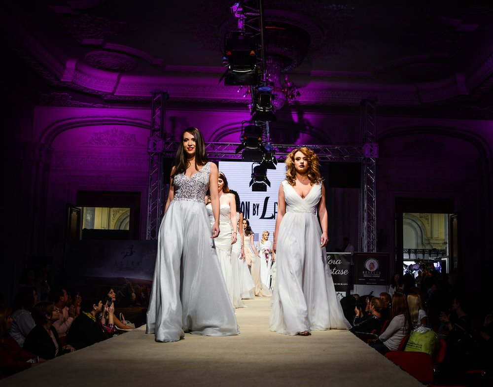 2019 wedding dresses / Fashion by Laina / Mariage Fest Catwalk / November 2018