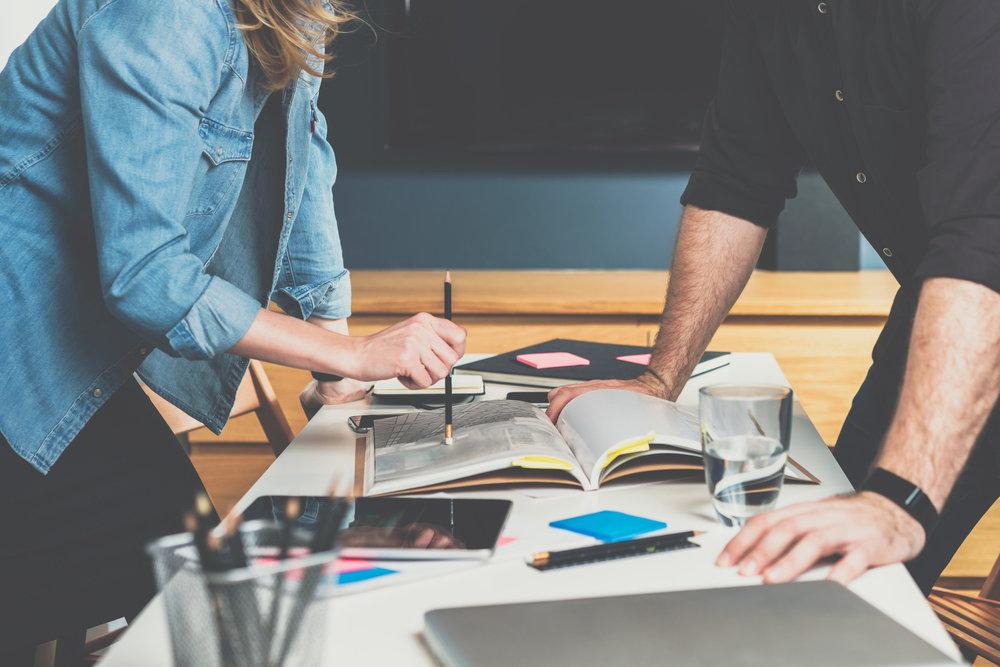 - Online & Offline StrategieWelche Massnahmen machen für Sie wann und wie Sinn? Wir zeigen Ihnen den Weg zum effektiven und zielorientierten online Auftritt mit den optimalen Website Marketing Massnahmen, die ideal mit der offline Strategie gekoppelt sind.Basierend auf Ihren Zielen und unserer Expertise finden wir die optimale online Strategie für Ihre Firma, Stiftung oder Ihren Verein.Unter der Vielzahl der Marketing Massnahmen helfen wir Ihnen den Fokus auf die passenden Tools zu setzen von SEO, E-Mail Marketing, Content Marketing, Blogging, Social Media bis UX und Website Optimierungen.=>Kontaktieren Sie uns jetzt für ein unverbindliches Strategiegespräch.