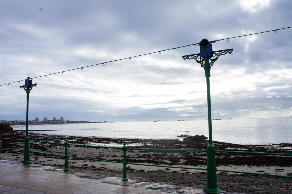 LIFE BY THE BEACH! - 2 / 3 BEDROOM COTTAGE WITH PARKING FOR 2 FOR ONLY £365,00!