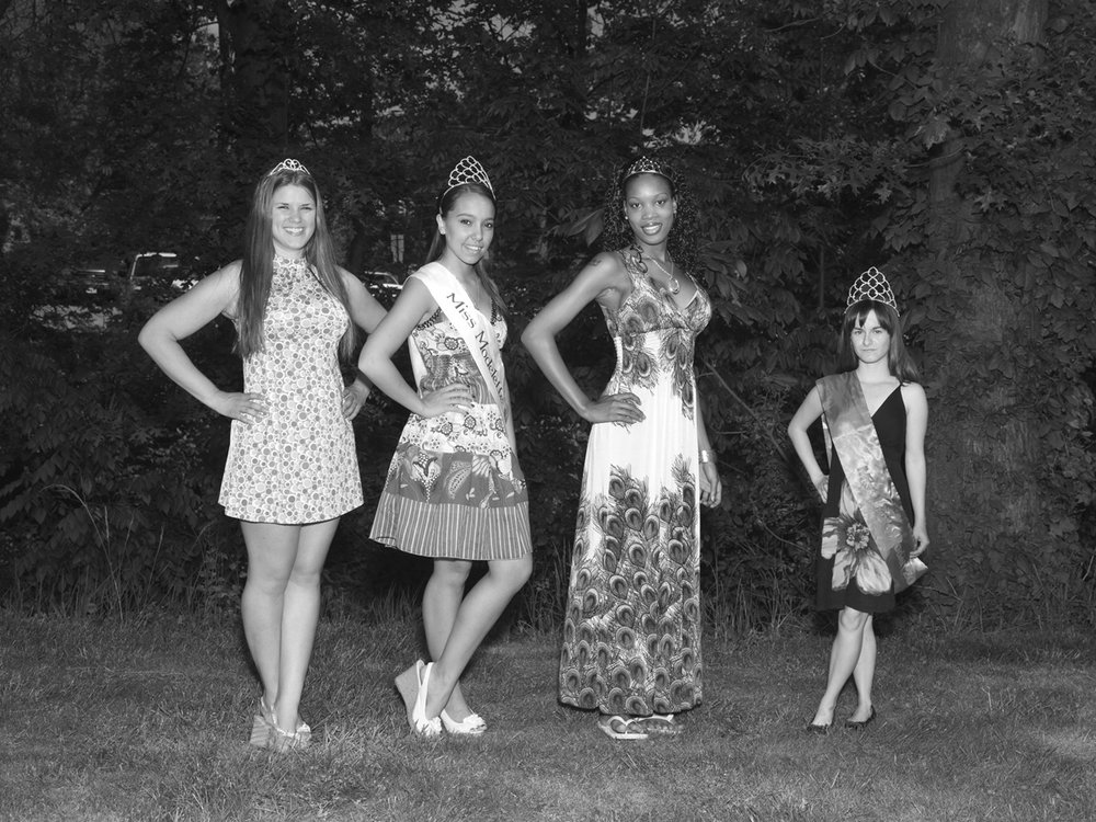 Alec Soth,  Miss Model contestants. Cleveland, Ohio , 2012.Courtesy the artist and Sean Kelly Gallery.