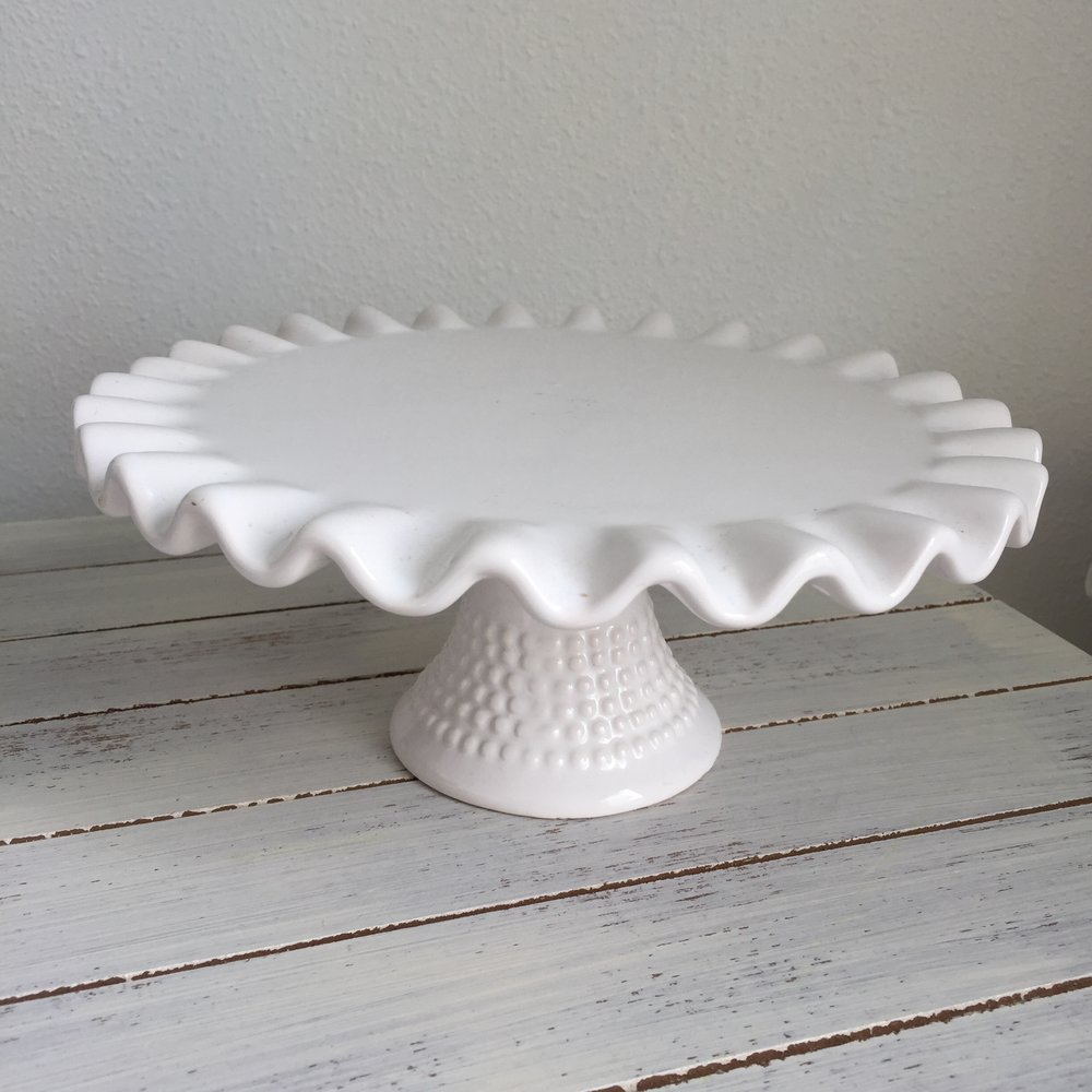 Small white scalloped pedestal