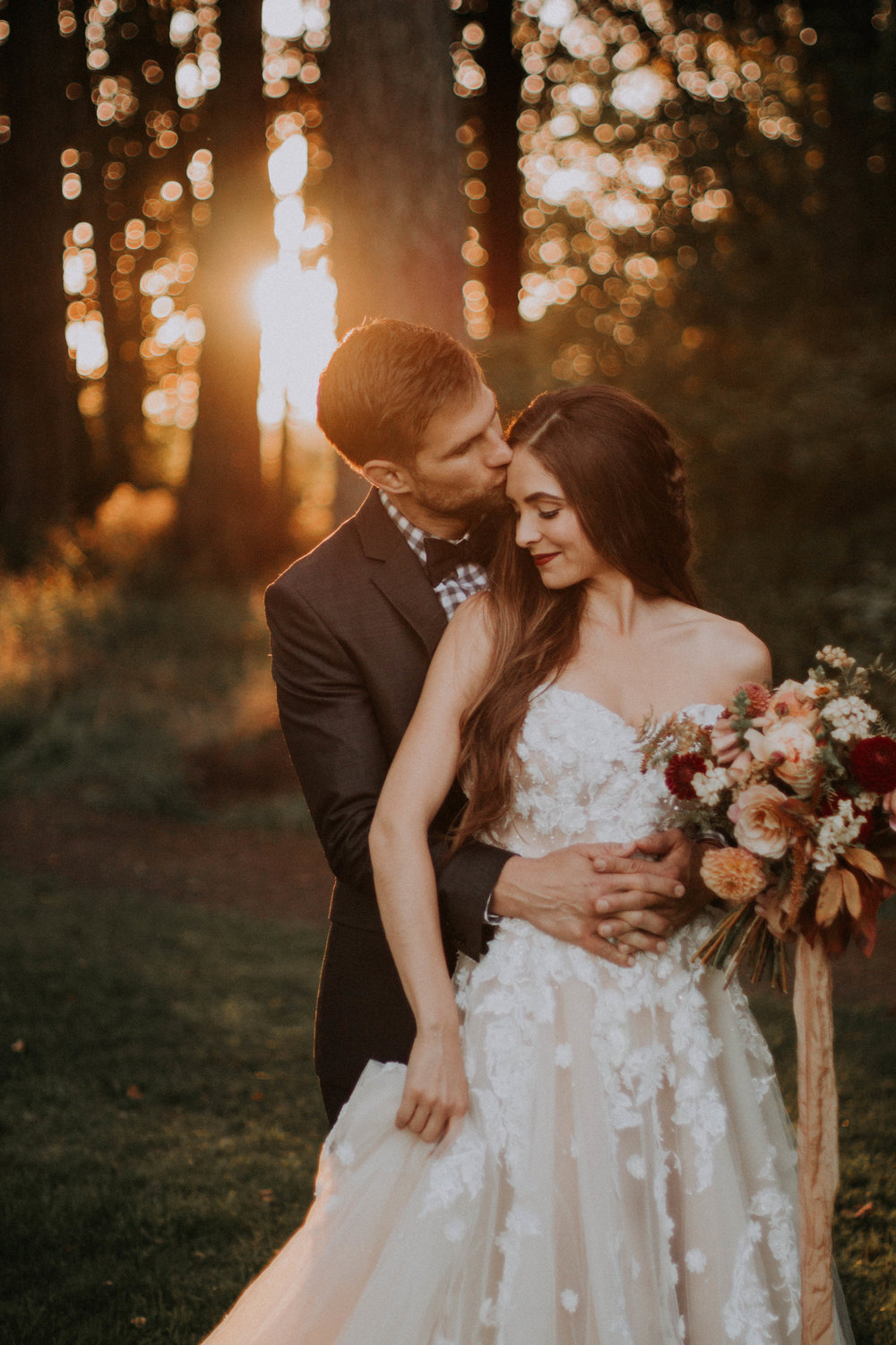 "In October I had the pleasure of working with Daylinn of  Greater Than Photo  on this cozy fall-themed farmhouse shoot at Jasper House Farm and I loved every minute. Daylinn captured everything beautifully and the photos are currently featured in my 2018 weddings guide (you can download a copy under the ""weddings"" tab)!"