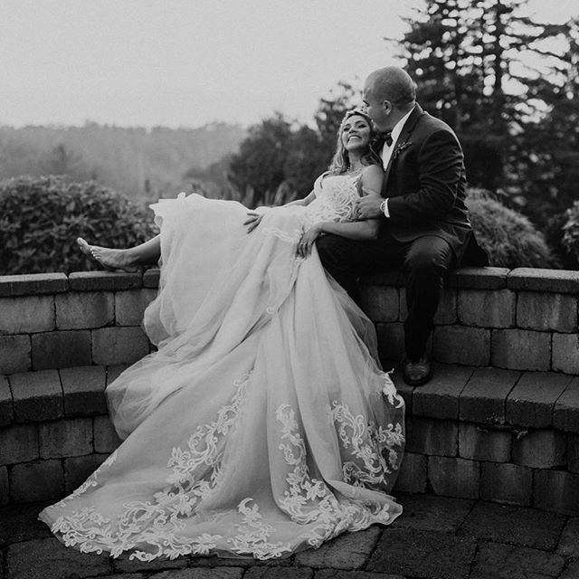 I don't ever post black and white photos (you can scroll back through my feed and you won't find a single one)... but this image of Cynthia and Nick by @annigraham is just too gorgeous not to share. Plus, I've decided it's impossible (for me) to have a perfectly curated feed when I work with photographers of so many different styles. It's just not realistic and I don't want to not share certain weddings because they don't fit in on my feed. ❤️ Anyway, happy Thursday! I hope everyone had a fantastic Halloween 🎃