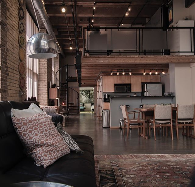 We're suckers for a good loft. If you're looking to buy or sell, would love to chat to help you find your dream home or investment property!  wingardrealty.com  #atlantarealestate #atlantarealestateagent #discoveratl #loft #intownliving #castelberryhill #homesforsale #dreamhome