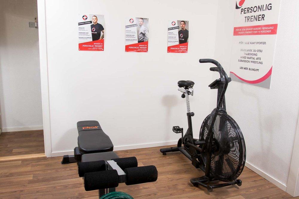 Ergometer sykkel og treningsbenk.jpg