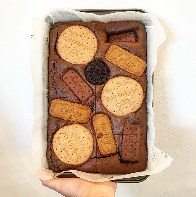 Biscuit tin brownies - which slice would you choose??? 🤔