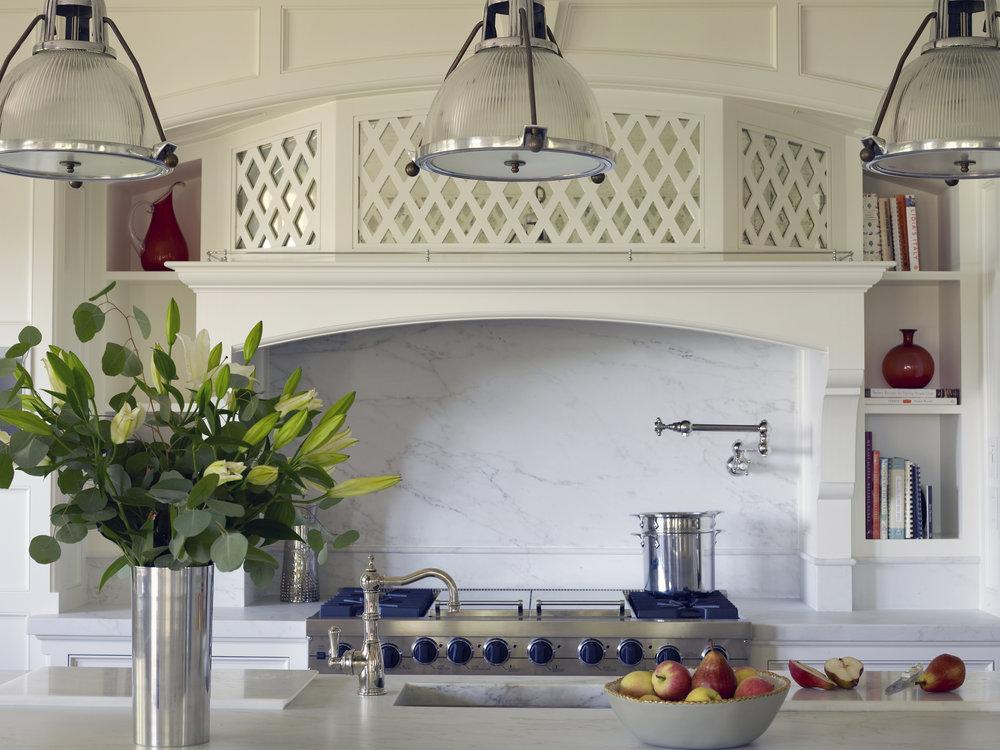 kitchen w pot 102.jpg