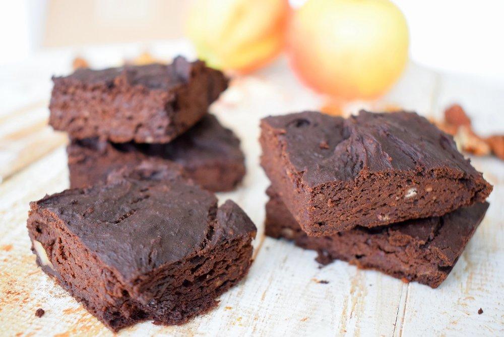 Avocado-en-bruine-bonen-brownies-x.jpg