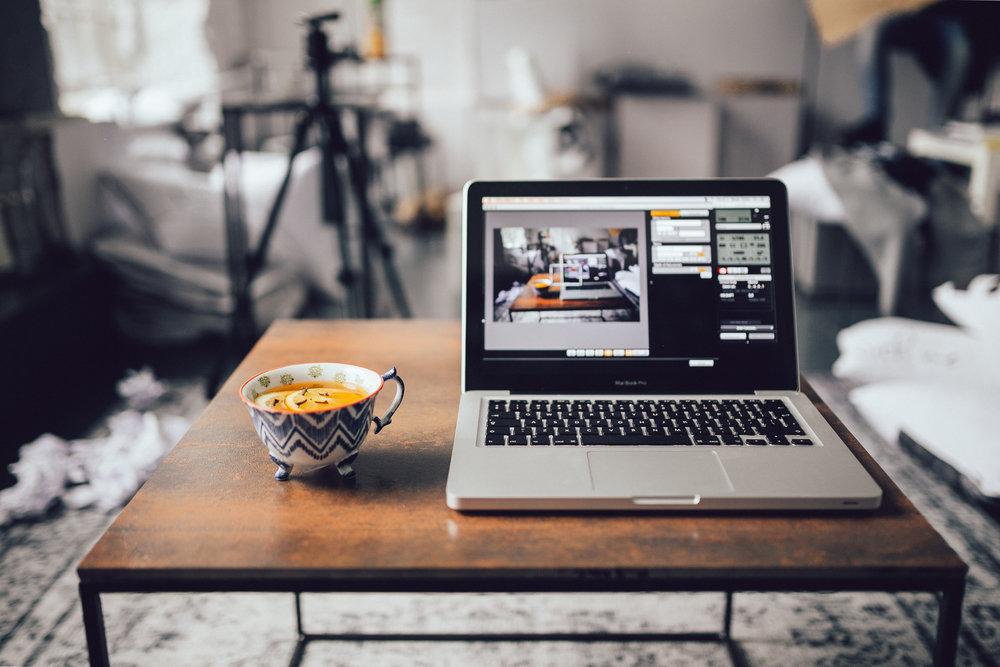 kaboompics.com_Macbook-cup-of-tea.jpg