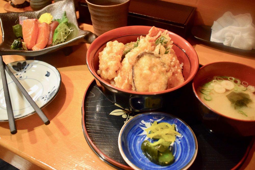 Heerlijke tempura, misosoep en sashimi in een favoriet tentje in Kyoto