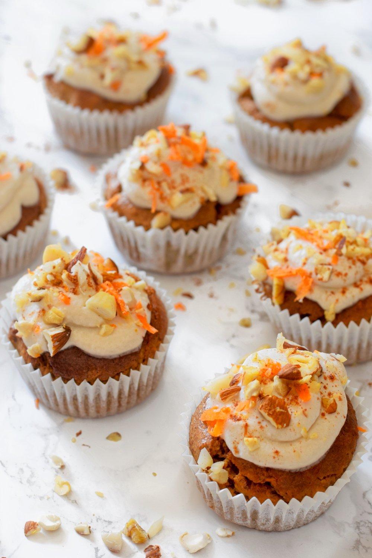 Gezonde traktatie werk | gezonde carrot cake muffins