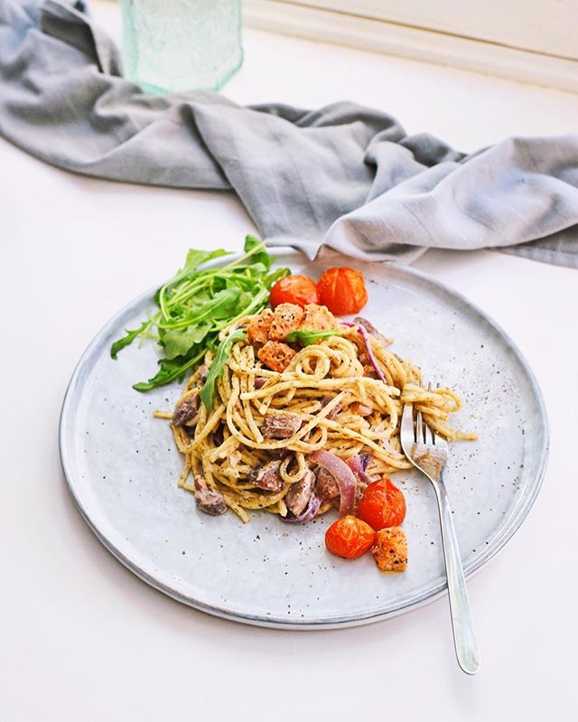MY OH MY 🍝 • They say life is a combination is magic and pasta, right? Try this delicious new pasta recipe! Find the recipe on Healthy Wanderlust #linkinbio 💛 Stay happy. Eat your veggies. #healthywanderlust