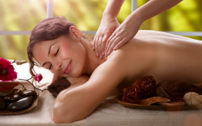 """<div style=""""text-align: left""""><strong>Andreea Massage Therapy</strong><span style=""""color: #7d7d7d; font-size: 85%;""""><br>Swedish Massage: £50<br>Holistic Massage: £65<br></span></div>"""