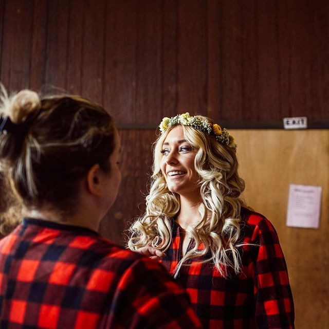 Is there anything better than getting ready with your bride in matching footie onesies at summer camp?! No... the answer is no. . . . . #pnw #wedding #hair #MUA #seattlemua #seattlehmua #picoftheday #seattle #bride #thedailywedding #bridalparty #bridesmaids #seattlebride #beautifulbride #beauty #love 📞 call/txt (509) 432-1342 💌 email - Sarabutlerbeauty@gmail.com HMUA - @sarabutlerbeauty Photography- @thee_season