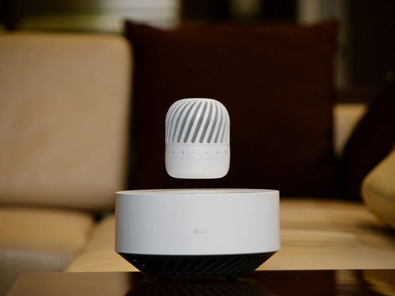 LG exhibited a new levitating speaker. (LG)