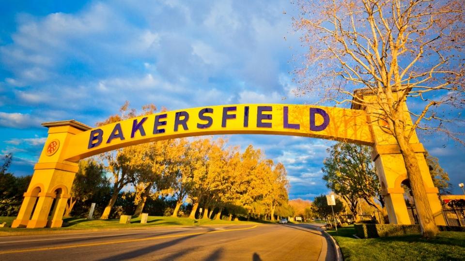 Bakersfield Sign.jpg