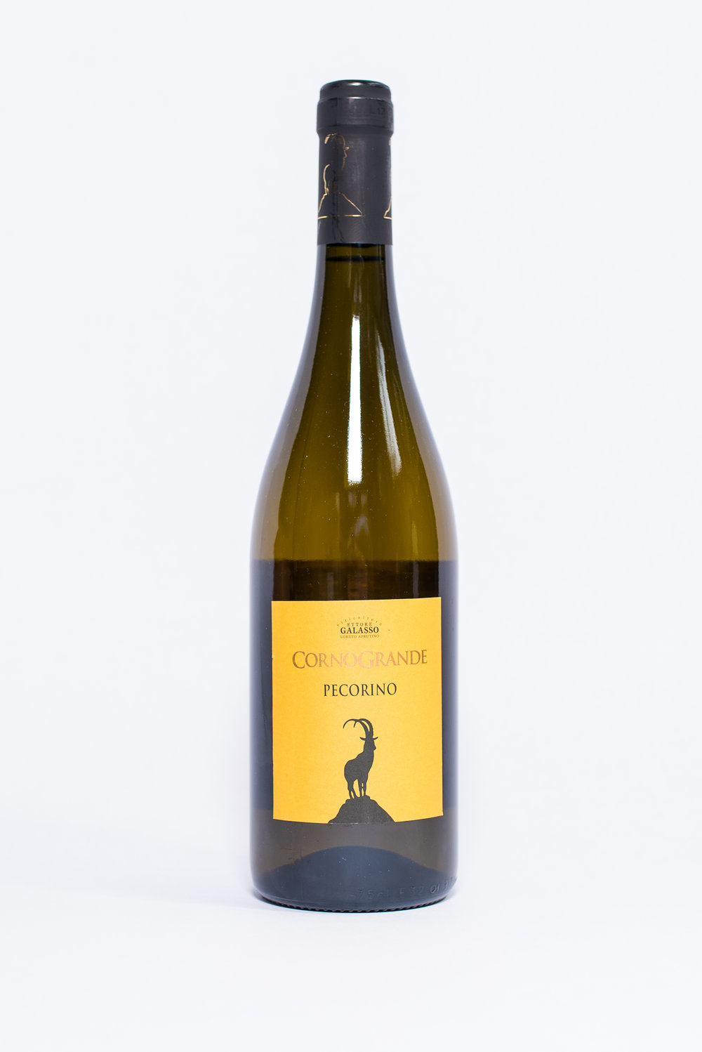 Corno Grande Pecorino IGT 2016    Producer:   Cantine Galasso    Region:  Abruzzo  Grapes:  Pecorino  Nose:  Characteristic aromas with scents of citrus fruit  Taste:  Fresh, good persistence with savory aftertaste