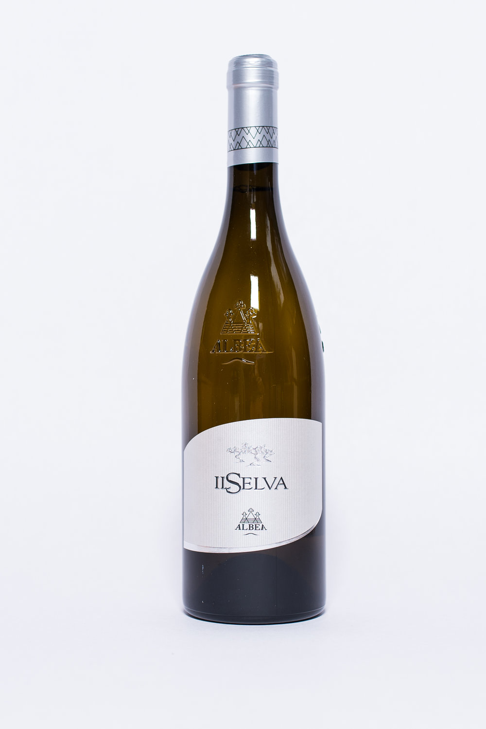 Il Selva White Blend 2016    Producer:   Cantina Albea    Region:  Puglia  Grapes:  Verdeca 50%, Bianco d'Alessano 35%, Fiano Minutolo 15%  Nose: F loral with elegant, intense hints of herbs  Taste:  Fresh, fruity, with moderate minerality