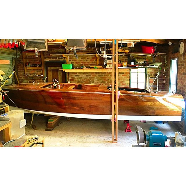 Put the boat on jacks while i change up a few thing on the trailer. You can see just how tight my work space is with less than 100mm each end of the boat. #boatbuilding #woodwork #woodboats #boat #workshop