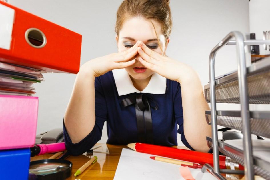 stressad-kvinna-pa-jobbet.jpg