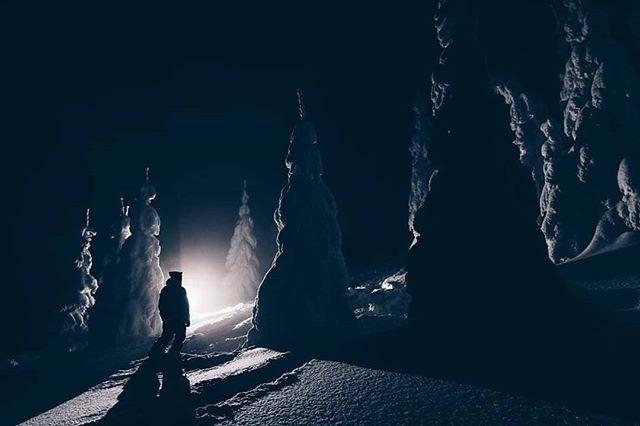 Let's start this season with this pic. #pictureorganic #pictureorganicclothing #adrenalinua #adrenalinodessa #julboukraine #julbo #snowboarding #carpathians #ukraine #powpow @pictureorganicclothing #marmaroshut #marmaros @iidlo_food