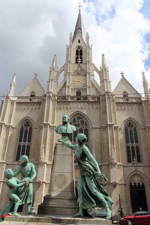 Sint_Bonifatiuskerk_Eglise_Saint_Boniface_Elsene_Ixelles_2012-06.jpg