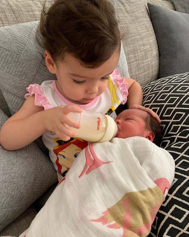 Evie taking her big sister duties very serious, giving Harper mummy's milk 🍼