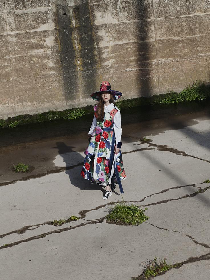 Photos par Louise Desnos, photographe sélectionnée en 2016 / Commande sur les créations des dix stylistes sélectionnés.