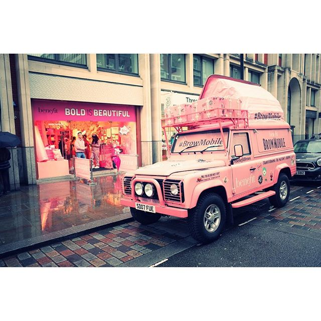 #landrover #streetphotography #ricoh #coventgarden #pink @bangbangbanggroup