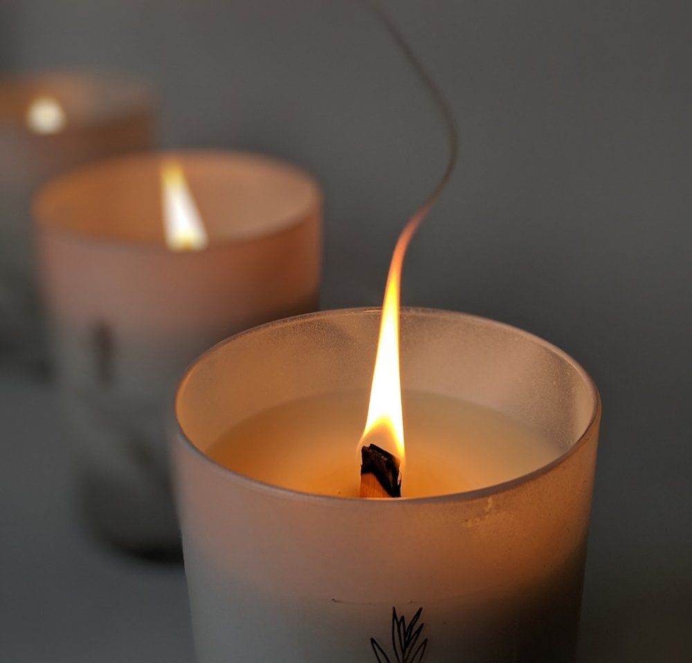 - Alternatively, the wick can ignite but is too long and creates too large of a flame, causing blackening on the candle jar and creating a dangerously hot flame.