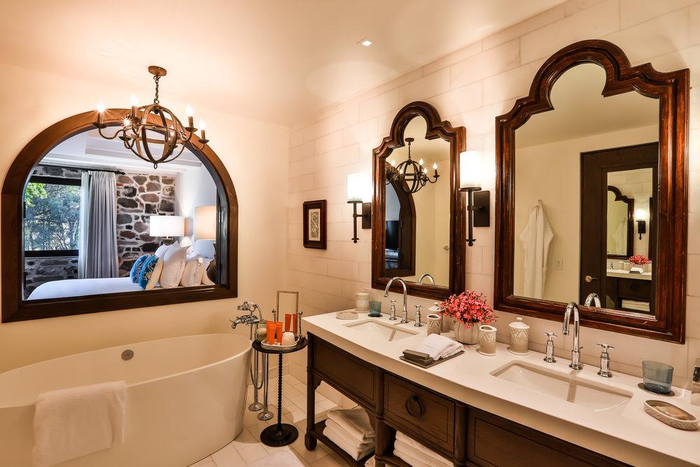 BATHROOM PREMIER ONE BEDROOM SUITE .jpg