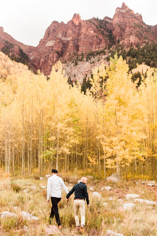 Maroon Bells Aspen, Colorado Fall Adventure Mountain Proposal | Couples Photos at Maroon Bells