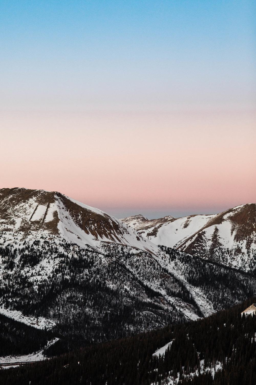 Rocky Mountain sunset engagement photos | Colorado Adventure Wedding Photography