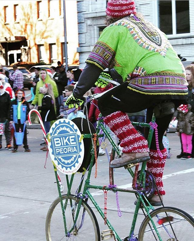 Who saw this in the Santa Clause parade? // 📸 @keithglascock #bikepeoria