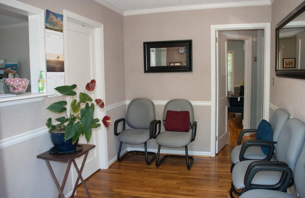 smyrna-chiropractor-clinic-lobby1.jpg
