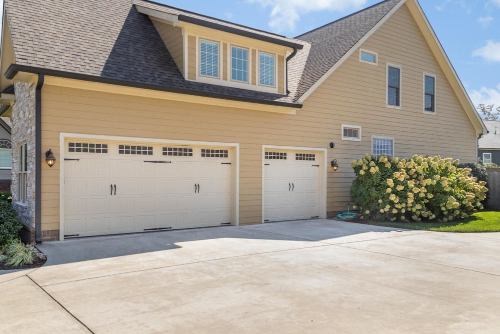 3 car garage.jpg