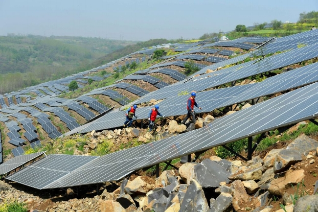 gettyimages-solar-power-grid.jpg