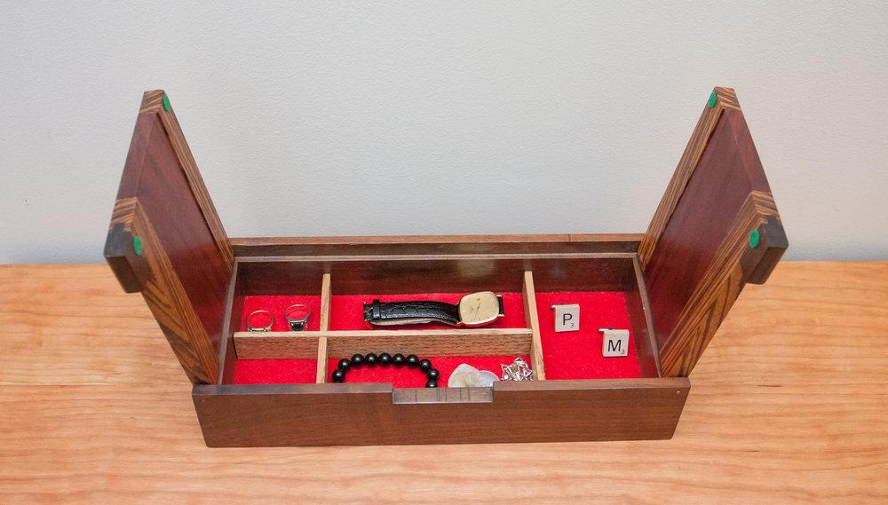 Heirloom Jewelry Box THE HENRYLEONARD CO