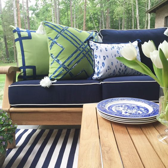 Lacefielddesigns_outdoorpillows navy_kellygreen.jpg