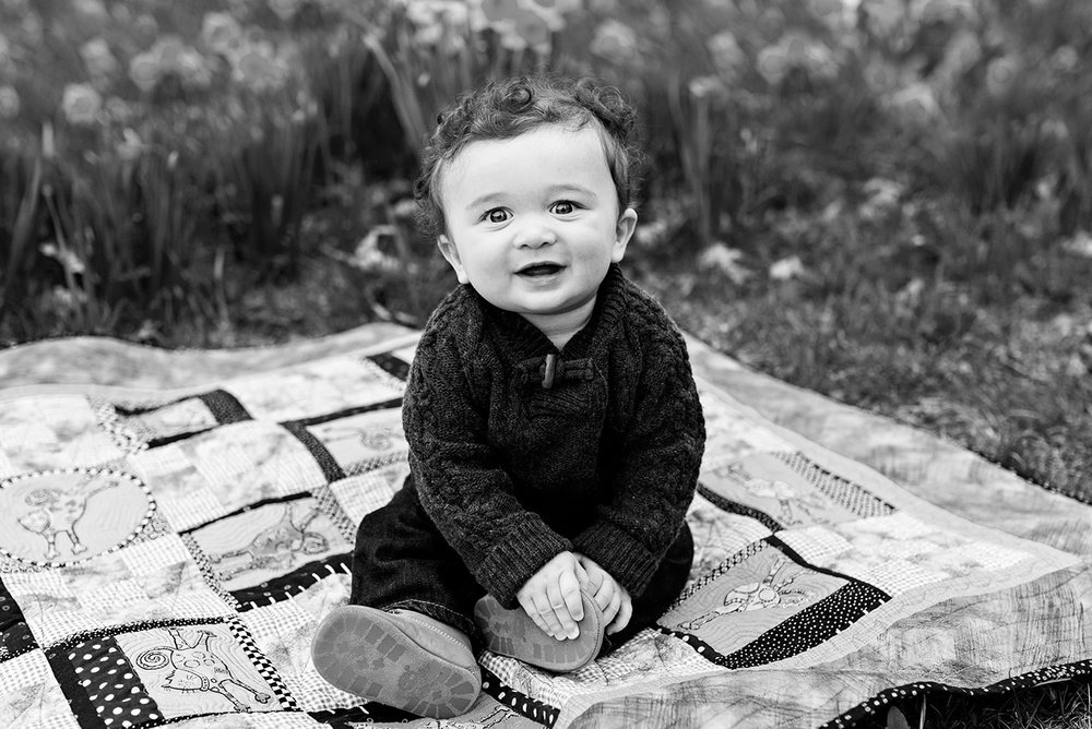 infant boy sitting on quilt at hubbard park meriden connecticut family photography