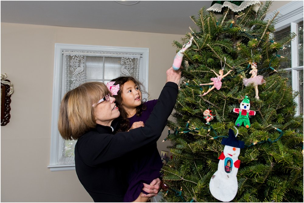 decorating christmas tree with grandma, new haven county extended family photography