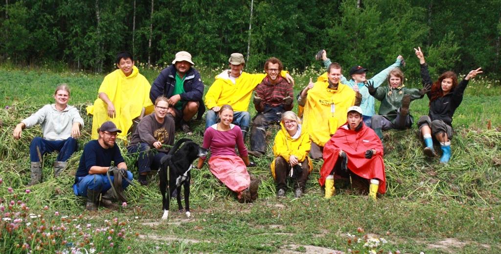 Kansainvälinen työleiri kompostin päällä 2013