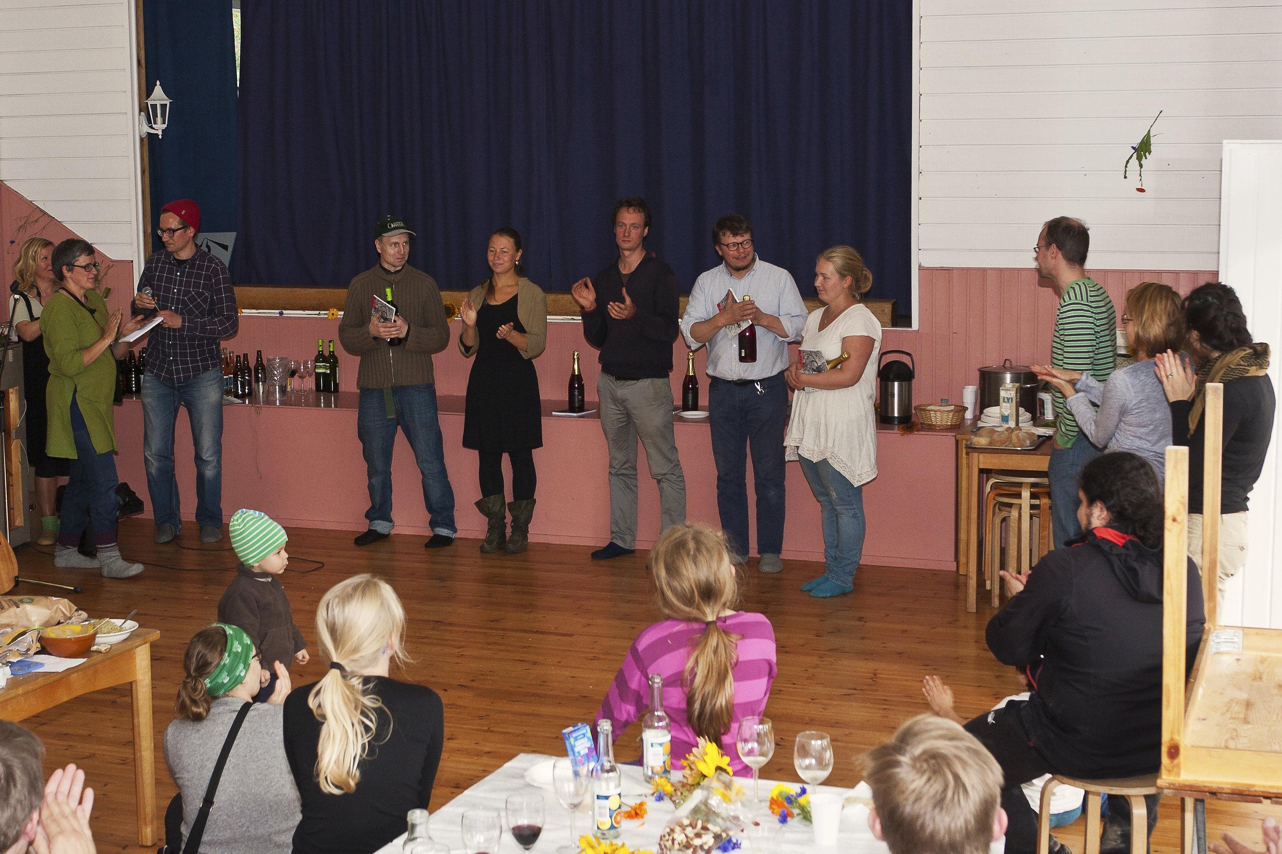 Pellon työntekijöiden ja ruokapiirin vetäjän muistaminen ja kiittäminen.